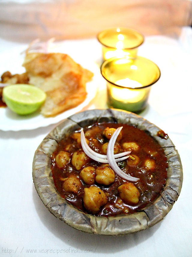 punjabi chole or chana masala- chickpeas in a spicy & aromatic indian gravy