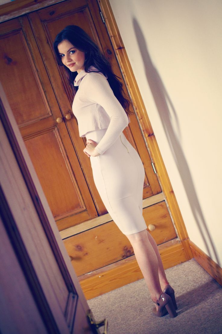UK fashion and lifestyle blog by Lily Kate France. Bodycon outfit for Christmas party, winter party outfit, river island dress for new years eve