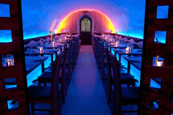 Setting different moods through LED lighing technology: La Perla Restaurant in Bath, UK