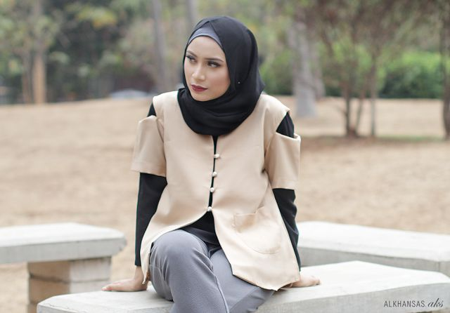 Shoulder Cropped Blazer for Edgy Hijab Style