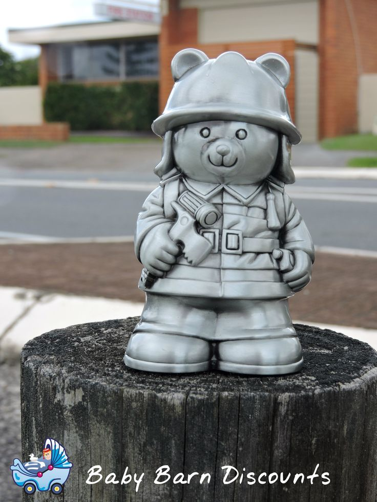 Fireman money box in a pewter finish, measures at approx 13 x 7cm