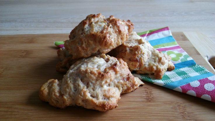 Aardbeien spelt scones. Gezoet met kokosbloesemsuiker en aardbeien.