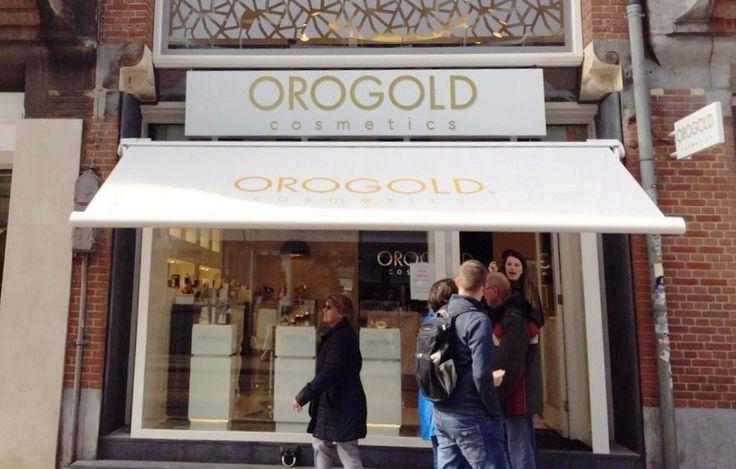 Brustor B 50 zonnescherm geplaatst bij Orogold Cosmetics