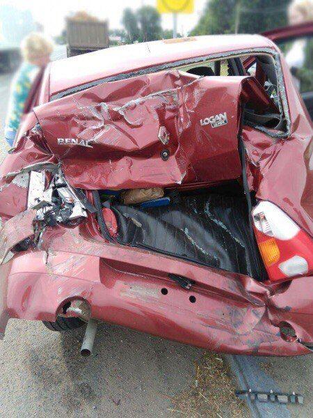 """Тройной удар на трассе М-6 Каспий обошелся без жертв.   Накануне утром на 391-м километре автодороги М-6 Каспий случилось массовое ДТП.     22-летний водитель грузового автомобиля Скания разогнался и допустил наезд на остановившийся перед пешеходным переходом грузовым автомобилем КамАЗ-5321.  """"КамАЗом"""" управлял 39-летний мужчина который в свою очередь """"догнал"""" авто """"Reno"""". Им управлял самый старший участник ДТП которому уже исполнилось 44 года.   В результате ДТП водитель грузового…"""
