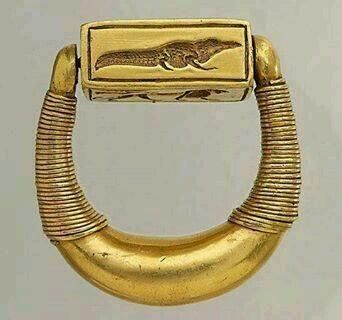 Crocodile. Signet ring of Horemheb, the last pharaoh of the 18th Dynasty of Egypt. Louvre Museum, Paris
