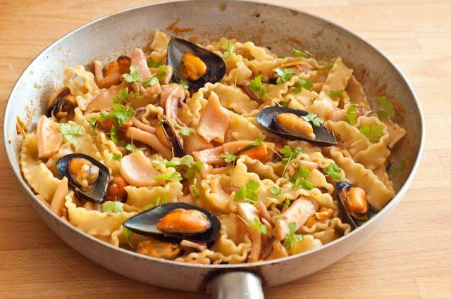 Appunti di cucina di Rimmel: Mafaldine con calamari cozze e pecorino