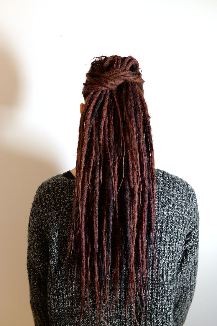 This is Jessica, about one year ago I started her dreadlocks. She wanted dreadlocks with extensions because she wanted long dreadlocks from the begining. Now it was time for her first dreadlock maintance and its just great to be able to follow her dreadlock journey. Her locks has dreaded them selfs realy good and forming nice.
