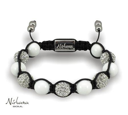 Ein schönes Armband für die Frauen, die Perlenschmuck gern tragen. Die schillernden Himalaja Kristalle und die weißen Korallen strahlen Luxus und Eleganz aus.