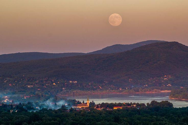 Martin Kápostáš photography 2013. július 22. · Holdkelte Szob és Zebegény felett. Hungary
