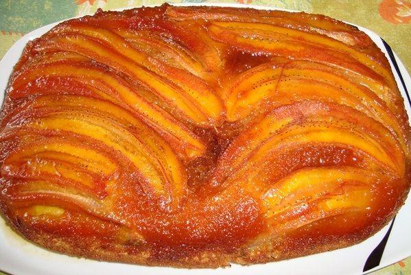 O Bolo de Banana Caramelizada é delicioso, fácil de fazer e perfeito para o lanche da sua família. Faça hoje mesmo! Veja Também:Bolo Pudim de Laranja Veja