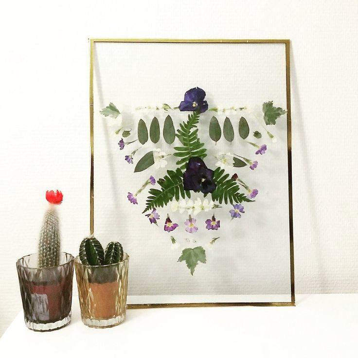 Décoratrice et visual merchandiser de métier, Océane a développé une activité artistique et créative en parallèle et a créé l'Atelier Oce dans lequel elle vend des herbiers mêlant fleurs, feuilles et plumes.