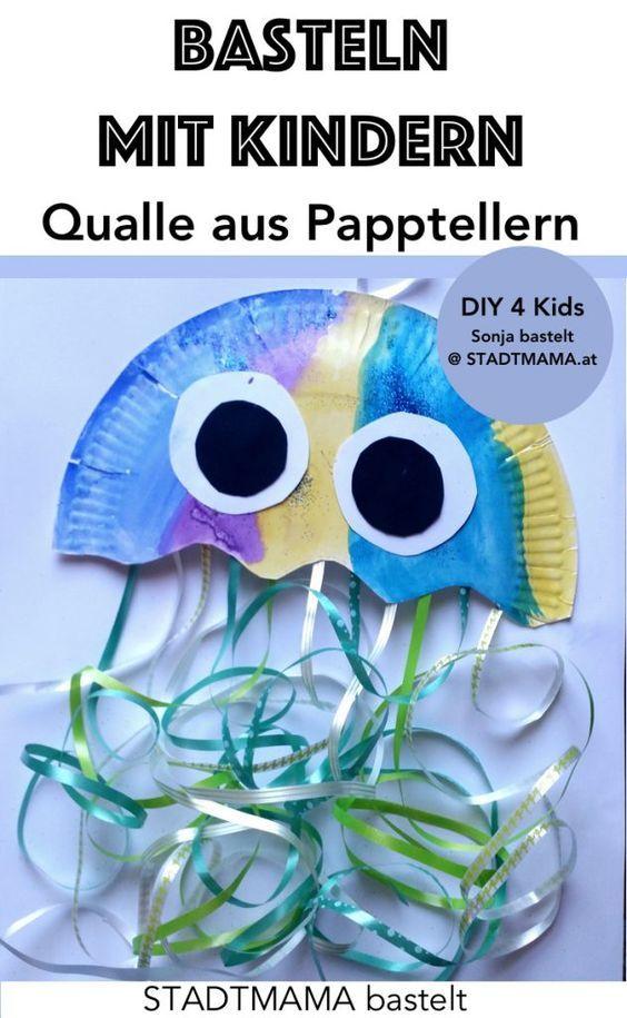 Basteln mit Papptellern: Quallen und Fische aus Papptellern als Wanddeko oder zum Aufhängen machen (Kinderzimmer Deko basteln, Basteln mit Papptellern, Bastelidee für Kinder, DIY fürs Kinderzimmer).