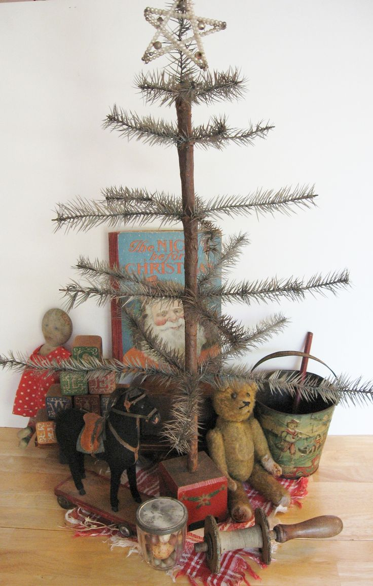 Primitive christmas ideas to make - Looks Like An Antique Victorian Christmas Feather Tree Luv This To Show Off Antique Glass Ornaments