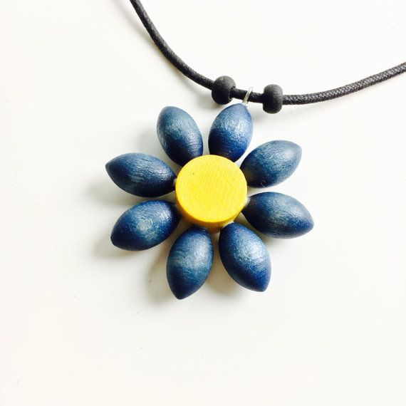 Vintage Aarikka wood flower necklace-Kaija by FinnishVintageOasis