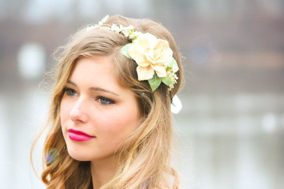 Naturaly love - gardenia for bride's hair