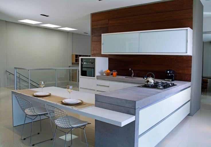 Una amplia variedad de carros y cierres ideales para el equipamiento de tu cocina.