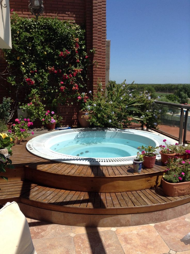M s de 25 ideas incre bles sobre jacuzzi en pinterest for Jacuzzi en patios pequenos