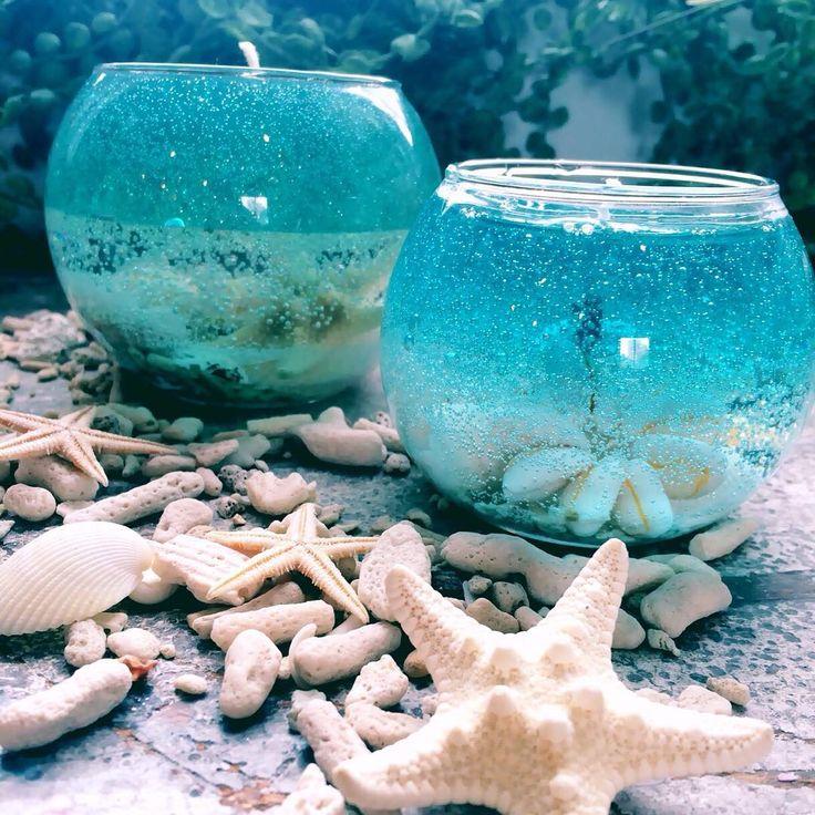 置いてあるだけでおしゃれなキャンドルは、女性が大好きなアイテム。クリアなキャンドルの中に貝殻や砂が入った、夏のインテリアとしても人気の「ジェルキャンドル」をご紹介します。