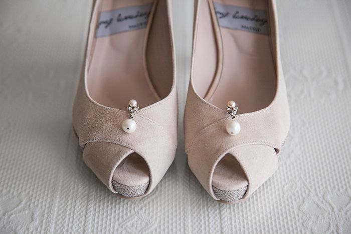 #Wedding #shoes #zapatos #novia #handcrafted #madeinspain #suede #ante #estilo #moda #boda #accessories #peeptoe #oinetakoak #sabates #peeptoes #onlineshopping #eshop #tiendaonline JorgeLarranaga.com: