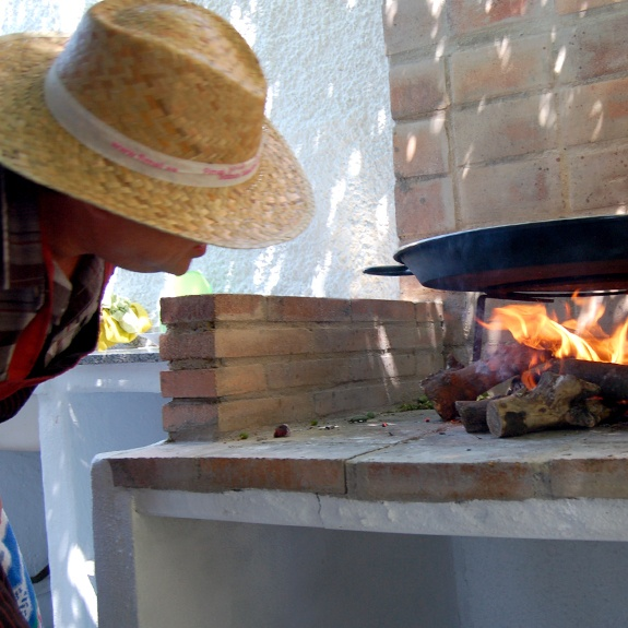The secret of a good paella is to control the fire perfectly.