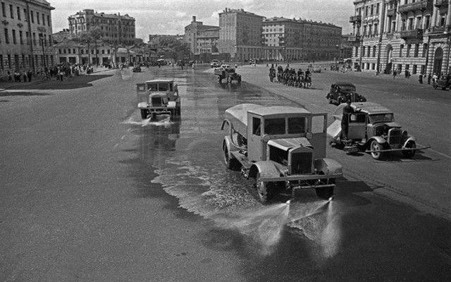 «Подметалки» и «поливалки»: история коммунальных машин ...