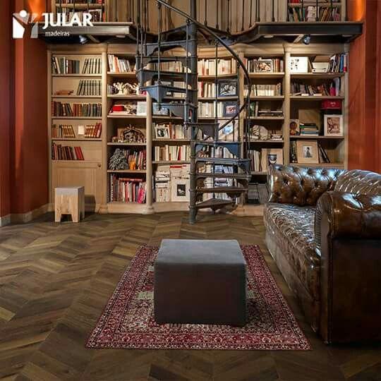 Uma biblioteca de sonho merece um pavimento à sua altura. CHEVRON COLLECTION BY JULAR - As novas coleções de pavimentos em madeira representam uma tendência moderna em padrões clássicos. #homedecor #fineinterior #inspiration #oak #woodfloor #designer #realwood #interior #design #flooring #jular #jularmadeiras www.jular.pt