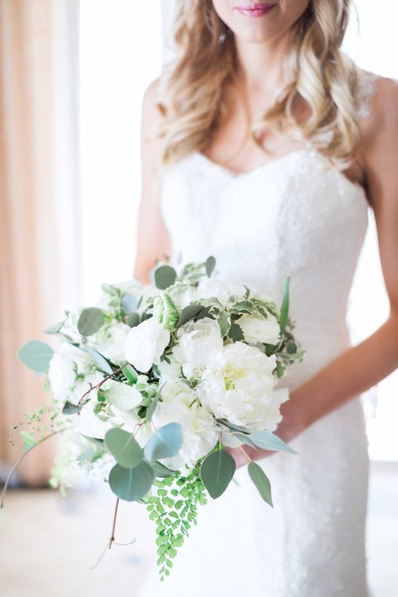 Clasic white peony bouquet: Photography : Hunter Ryan Photo Read More on SMP: http://www.stylemepretty.com/florida-weddings/bonita-springs/2016/05/09/why-an-all-white-wedding-is-never-going-out-of-style/