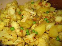 Santoshas veganblogg: Indisk gryta med blomkål, potatis och ärter