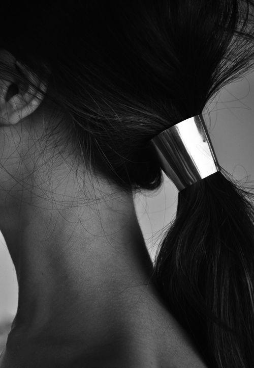 minimalist ponytail