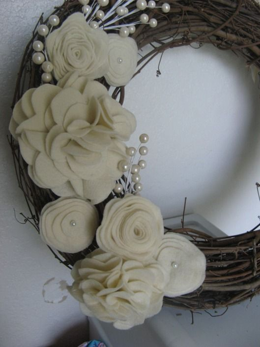 more felt flowers - these are so elegant~ by Creative Endeavors
