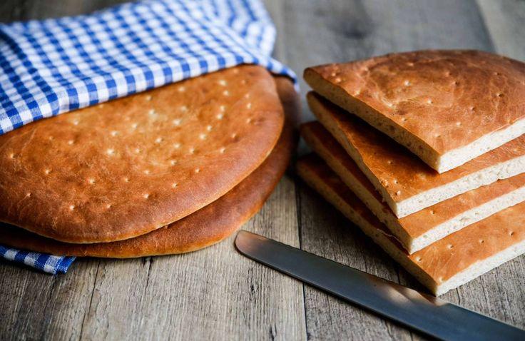 Hönökakor är ett alltid lika uppsakkat bröd, just detta recept är från min morfars kusin, lättbakat och supergott!