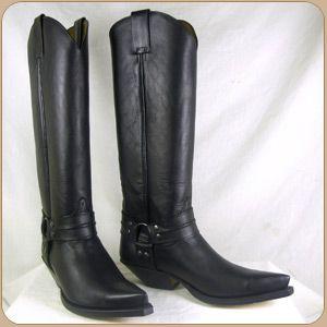 Clásicas botas cowboy en color negro. Sendra Boots.
