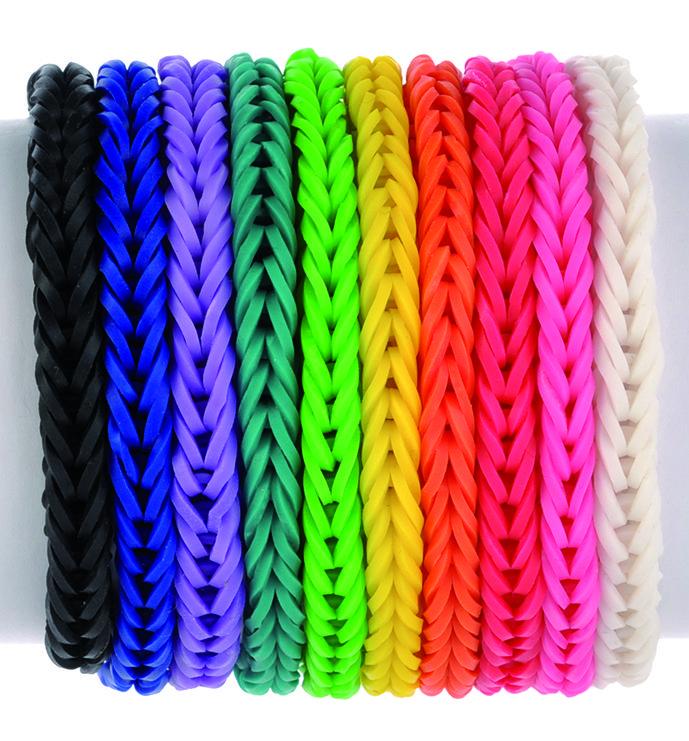 Pulseras con ligas de colores negro, azul, lila, verde, amarillo, naranja, rosa, blanco. En forma de arcoíris.