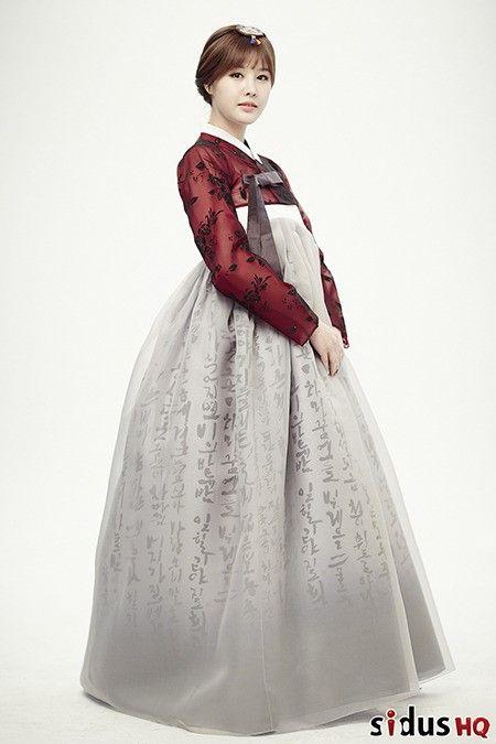 Hanbok (한복). I love the chima (skirt)!