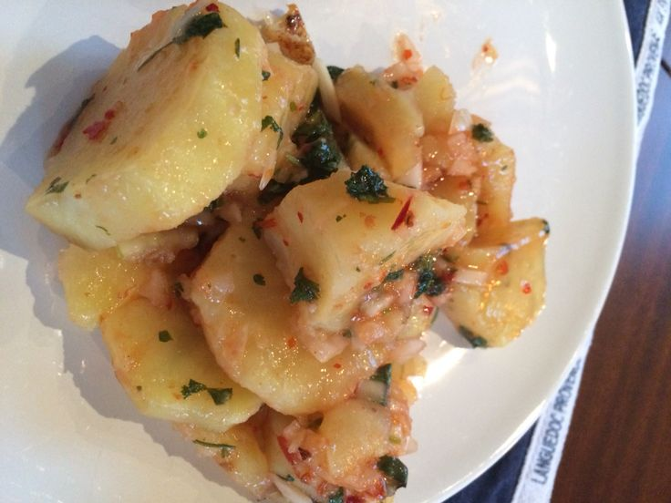 Zoete aardappel salade met limoen koriander en Chili  Uit #AJspatels&stiletto's  https://www.pinterest.com/pin/412009065882594517/