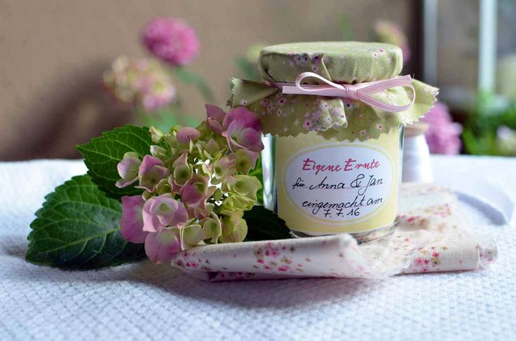 ... Idee um Geldgeschenke zu verpacken: Im Marmeladenglas mit Etikett und
