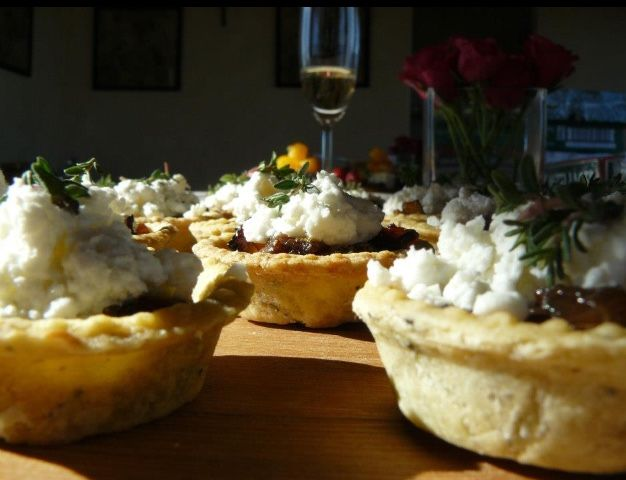 #caramalized #onion #and #goatscheese #tartlets