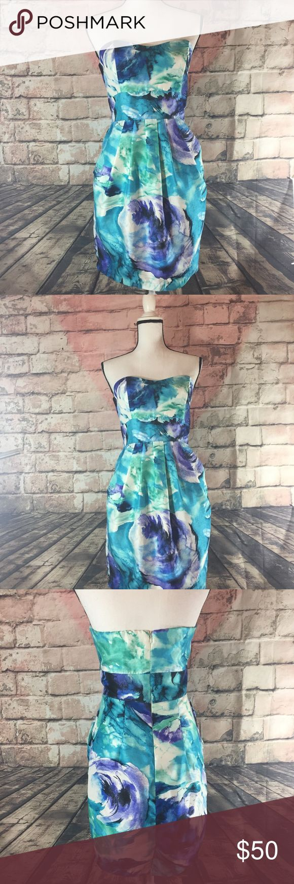 """B. Smart women's strapless dress size 8 This B. Smart strapless dress is a size 8 . It is in great condition only wore once ! The measurements are bust 15"""" and the length is 28"""" from shoulder to the bottom of the dress . B. Smart Dresses"""