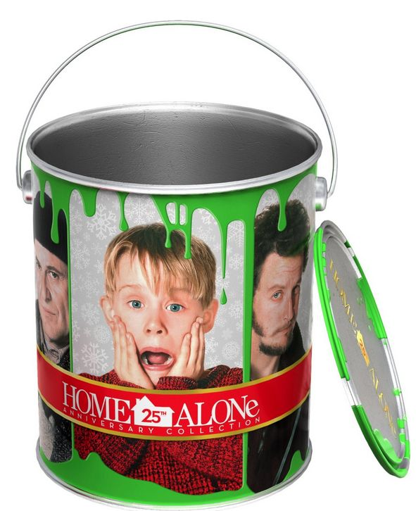 30 best christmas movie party images on pinterest for Home alone theme decorations