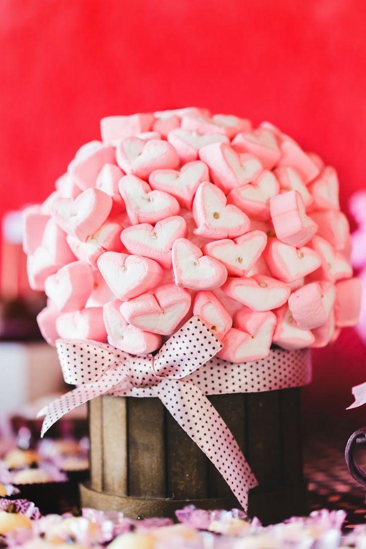 chá de panela - rosa e marrom - paleta rosa marrom - arranjo de mesa - guloseimas - coração