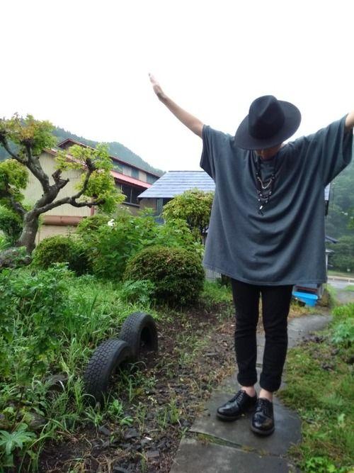 スーパービッグTシャツにブラックのスキニーパンツを合わせてみました    新しくビーズネックレスをG