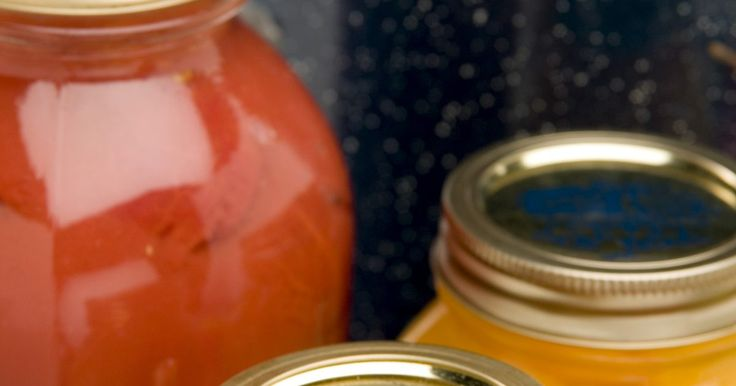 O que fazer se meus potes de conserva não fecharem bem?. O método atual para fazer conservas envolve o processamento de alimentos em potes de vidro selados com tampas e anéis de plástico. Vários fatores podem afetar o fechamento hermético do pote, incluindo tampas defeituosas, rachaduras e resíduos nas bordas do recipiente.