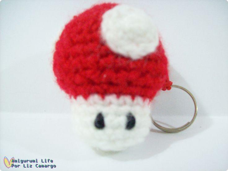 Chaveiro cogumelo Mário amigurumi - http://www.tanlup.com/product/867916/chaveiro-amigurumi-cogumelo-mario-super-mushroom