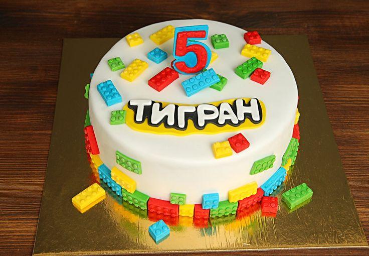 """Детский торт """"Lego land""""  Торт на день рождения вашего малыша в тематике #лего подарит радость и приятно удивит  гостей, а ваш ребенок запомнит приятные мгновения и заботу своих родителей на всю жизнь. Давайте вместе дарить радость детишкам!  С удовольствием изготовим, а если пожелаете то и доставим, #детскийторт от 2-х кг всего за 2350₽/кг   Специалисты #Абелло готовы помочь с выбором красивого и качественного десерта по любому поводу по единому номеру: +7(495)565-3838…"""