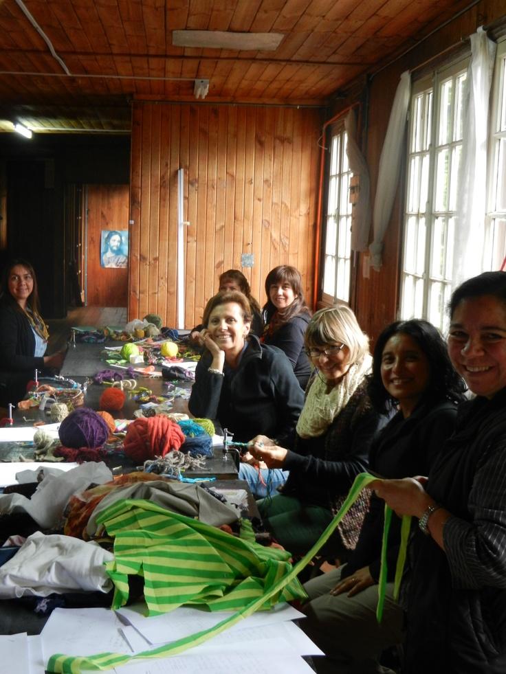 Workshop with Panguipulli artisans / Taller con artesanas de Panguipulli