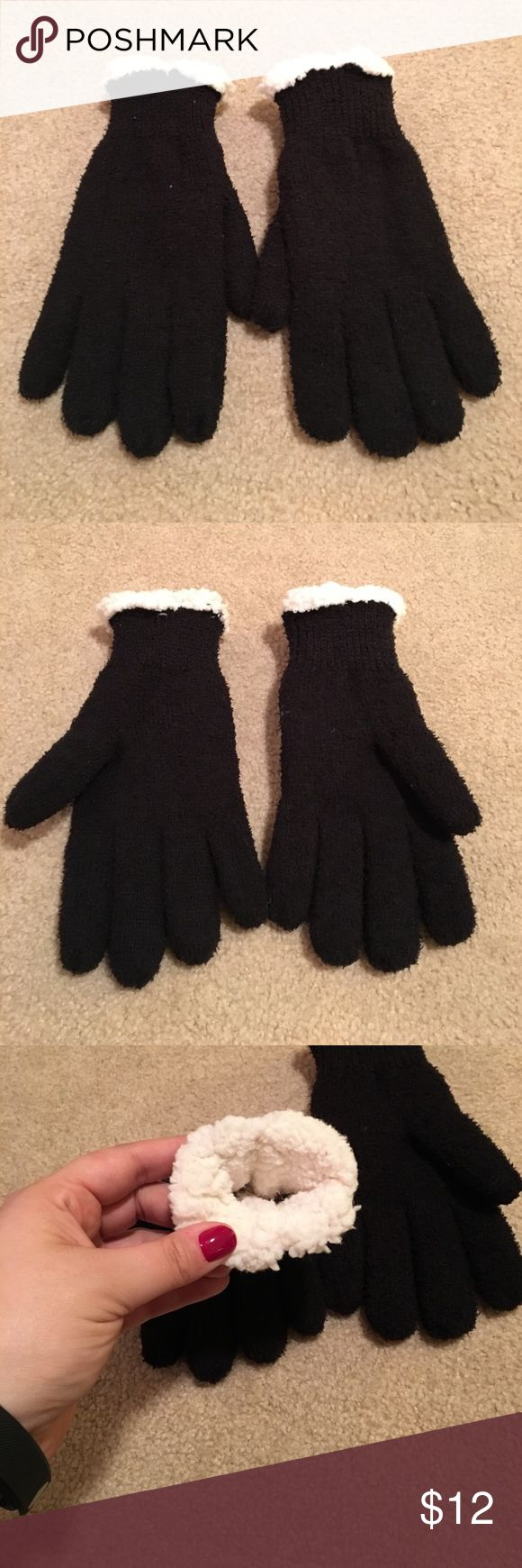 NWOT Isotoner black and white gloves, fleece lined NEW without tags (never worn!) Isotoner black and white gloves, fleece lined isotoner Accessories Gloves & Mittens