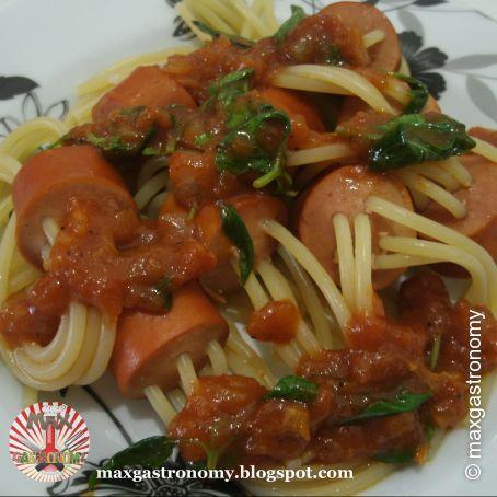Espaguete à la Trocador (Salsicha Recheada com Espaguete)