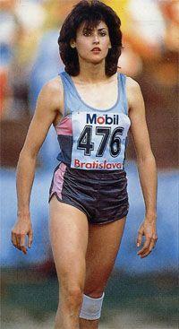 Galina Valentinovna Chistyakova nació el 26 de julio de 1962 en Izmail,antigua Unión Soviética. Es una atleta especialista en salto de longitud y triple salto que compitió representando a la Unión Soviética y tiene el récord mundial de salto de longitud con 7.52 m. desde 1988. Me identifico con ella porque me gusta el atletismo,en concreto el salto de longitud y me gustaria llegar a tener un dia la oportunidad de tener un récord en algo que tenga que ver con el atletismo.