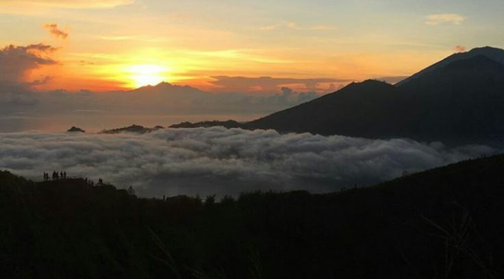 This tour package is combination adventure of Mount batur Sunrise trekking in Kintamani and water ra