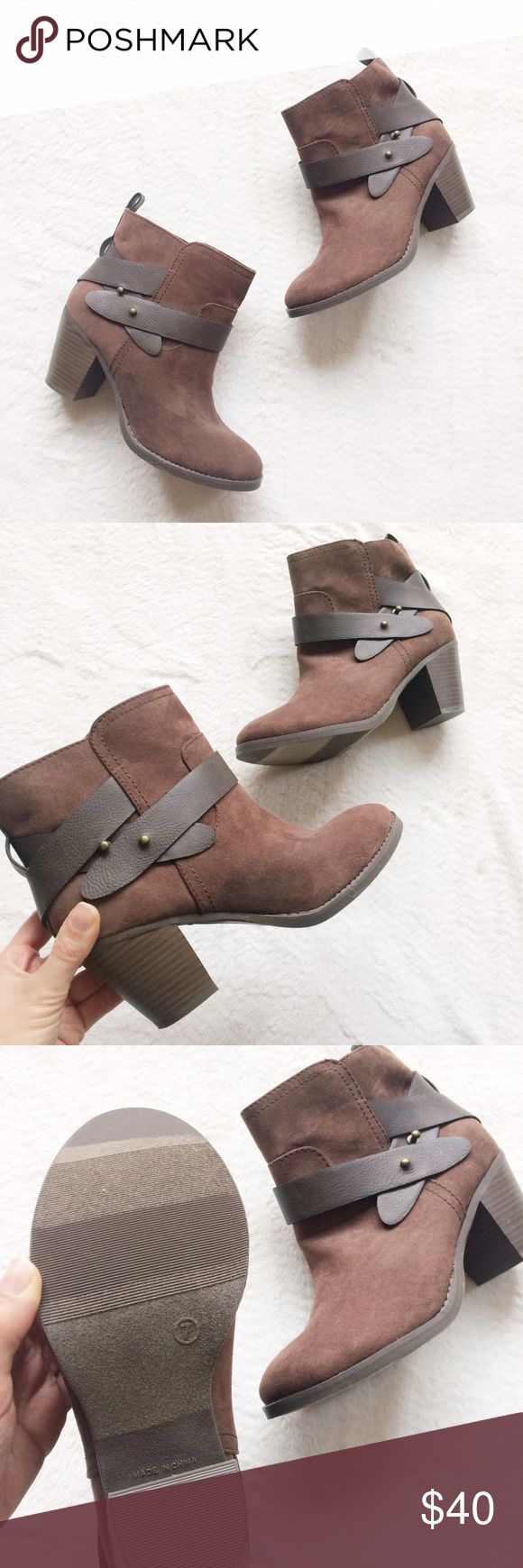 BRAND NEW Old Navy Ankle Booties Brand new & never been worn! 100% perfect condition!! Can ship same day as purchase Old Navy Shoes Ankle Boots & Booties